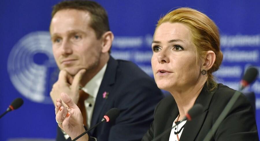 Udenrigsminister Kristian Jensen og udlændingeminister Inger Støjberg måtte mandag svare på den internationale kritik af den danske lovgivning om smykkeforslaget i Europa-Parlamentet.