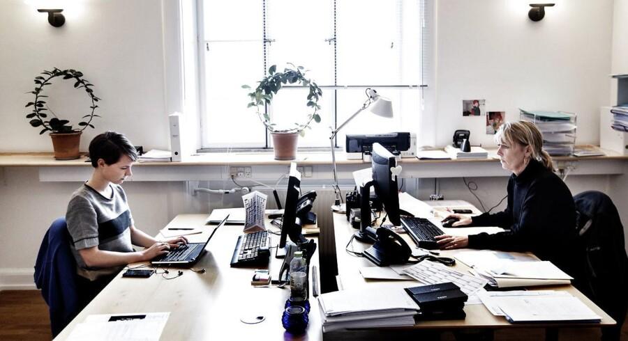 Kvinderne stormer frem på de danske uddannelsesinstitutioner og går benhårdt efter drømmejobbet ved at målrette CVet med studierelevant arbejde. Arkivfoto.