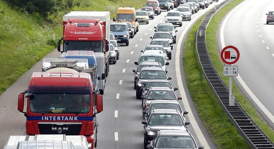Et spor på Fynske Motorvej er mandag morgen spærret på grund af en forulykket lastbil. ARKIVFOTO (Foto: CLAUS FISKER/Scanpix 2013)