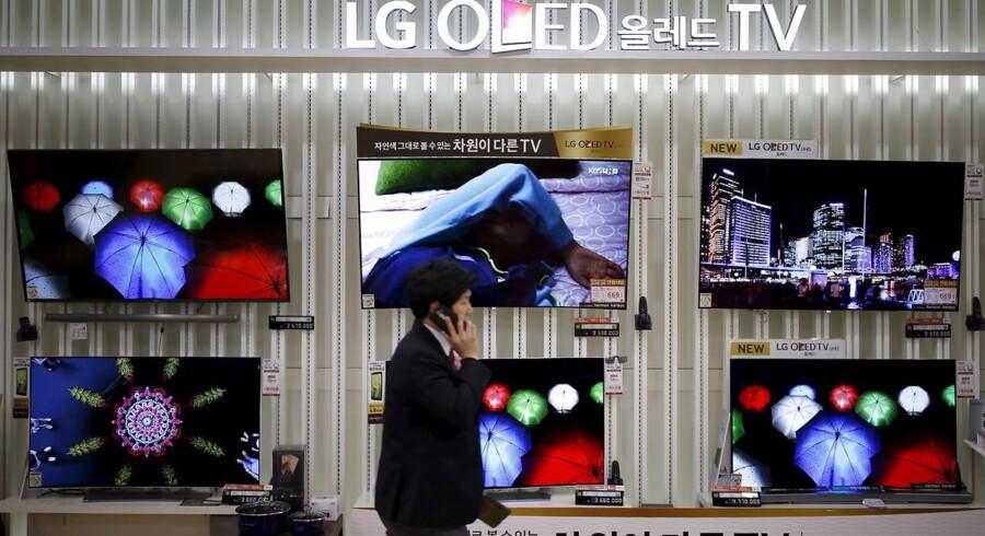 LGs store satsning på knivskarpe OLED-TV giver pote. Til gengæld kniber det for den sydkoreanske elektronikgigant at få solgt sine mobiltelefoner - trods de positive anmeldelser. Arkivfoto: Kim Hong-Jim, Reuters/Scanpix