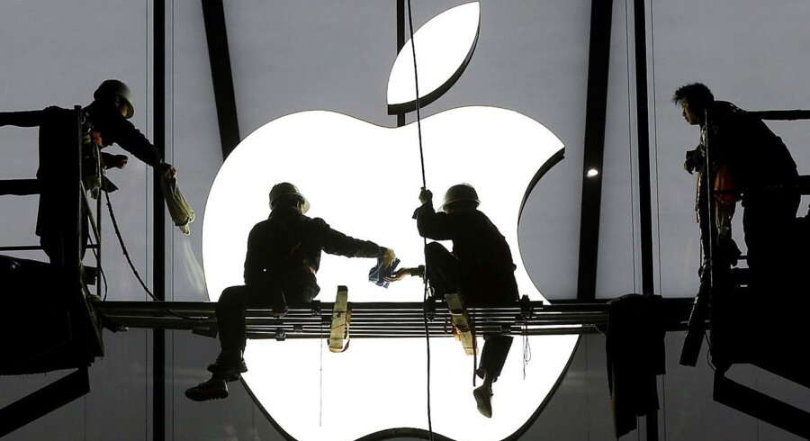 Workers prepare for the opening of an Apple store in Hangzhou, Zhejiang province, in this January 23, 2015 file photo.
