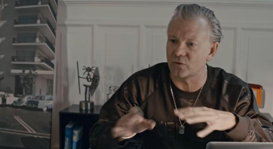 Casper Christensen i rollen som sig selv i »Lige over grænsen«.