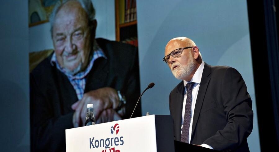 3F startede lørdag deres kongres i Aalborg Kongres og Kulturcenter. Her ses den afgående formand Poul Erik Skov Christensen på talerstolen med Anker Jørgensen i baggrunden, som kom med en videohilsen til kongressen.