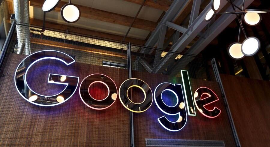 Googles moderselskab, Alphabet, har overhalet Apple, som det mest værdifulde af samtlige børsnoterede selskaber i verden.