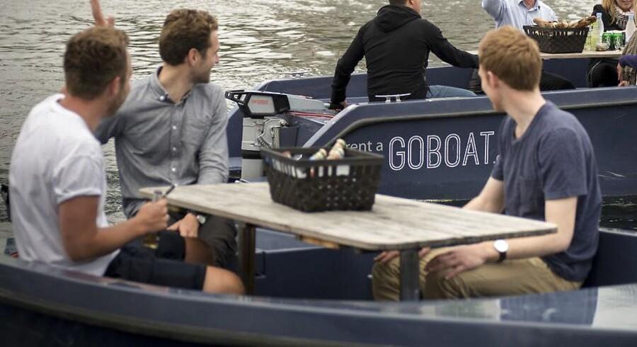 Kasper Eich-Romme (i midten) er medstifter af GoBoat og fortæller om det øjeblik, hvor han blev informeret om weekendens tragiske dødsulykke ved Langebro