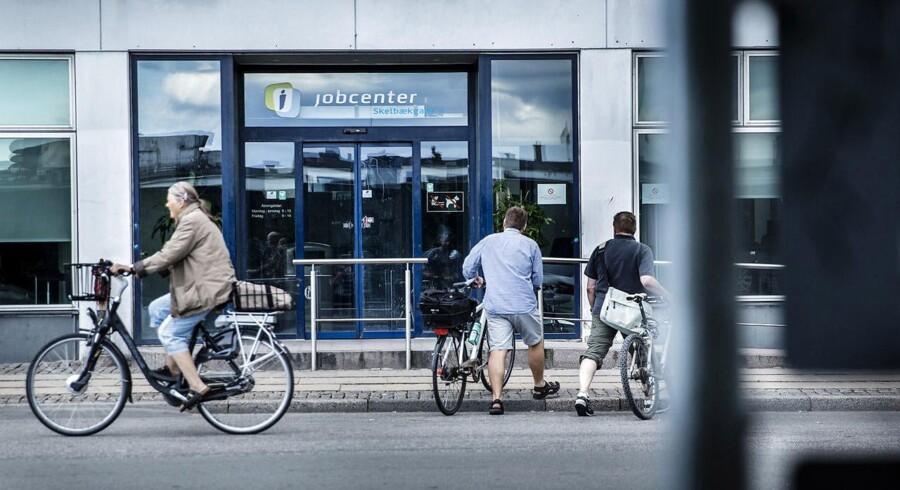 Der er mangel på arbejdskraft i dansk erhvervsliv. Derfor er det oplagt at ændre på dagpengesystemet.