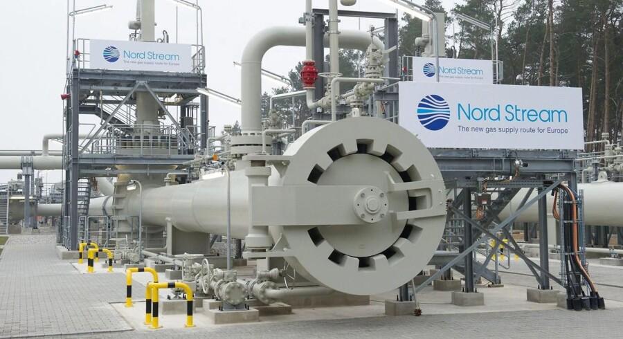 I Tyskland har selskabet Nord Stream nu taget hul på at lægge fundamentet til en gasterminal, der skal modtage russisk via rørledningen Nord Stream II. Den danske regering har fortsat ikke givet tilladelse til, at rørledningen kan løbe gennem dansk søterritorium.