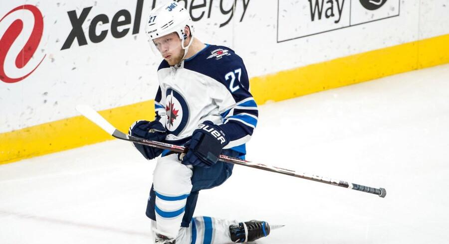 Danske Nikolaj Ehlers opfangede en aflevering og satte en flot scoring ind mod Minnesota Wild i NHL.