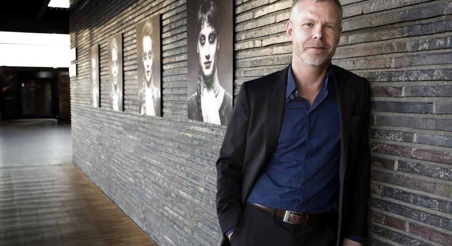 »Farvel til teatrets scenografiske værksted. Får den ny skuespilchef, Morten Kirkskov, nu råd til det ensemble, han gerne vil have? Svaret blæser i vinden,« skriver Berlingskes teaterredaktør.