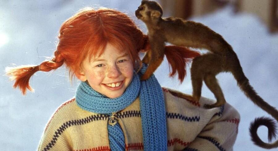 Her ses forfatterens ikonfigur, Pippi, med sin abe, Hr. Nilsson. Se børnegardinet ved at klikke på foto nummer to.