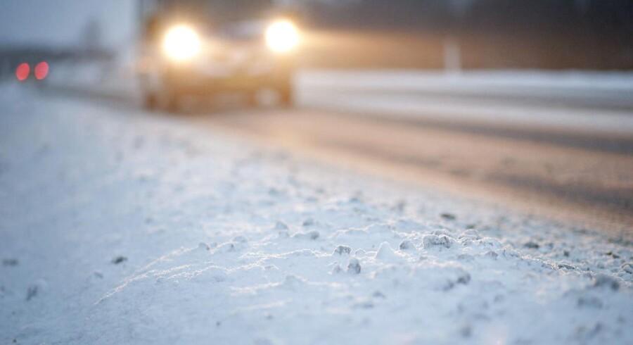 Arkivfoto: En mand er død under saltspredning af dagens glatte veje.