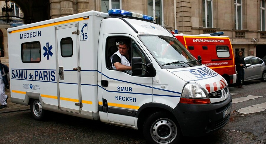 """An ambulance leaves a building requisitioned to treat injured people, near the site of the accident at Parc Monceau in Paris, on May 28, 2016, after eleven people including 10 children were struck by lightning in the park. """"There are currently 11 injured unfortunately, 10 children and an adult who was accompanying them, """" Vincent Baladi of the local authority told iTELE television, saying they had been """"struck by lightning"""" at Parc Monceau in the city's northwest. AFP PHOTO / MATTHIEU ALEXANDRE"""