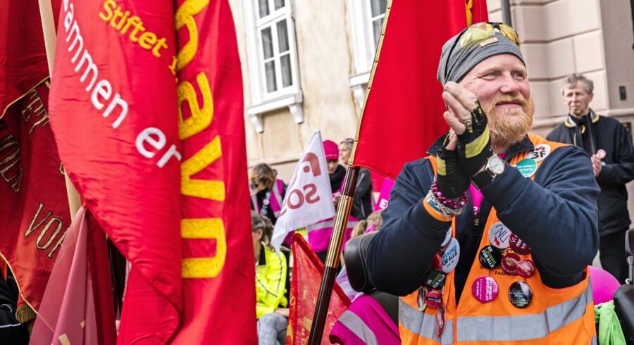 Offentligt ansatte demonstrerer foran Forligsinstitutionen i København. Foto: Martin Sylvest/Scanpix Ritzau