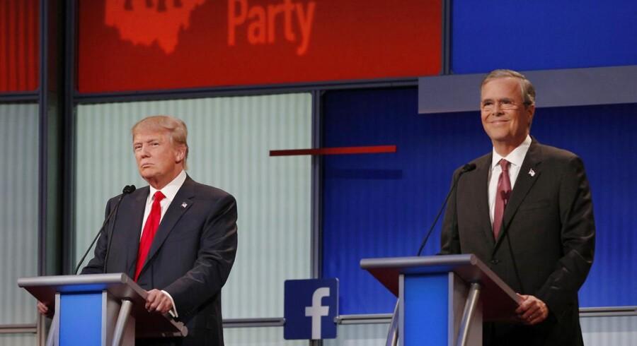 Præsidentkandidaterne Donald Trump og Jeb Bush under debatten.