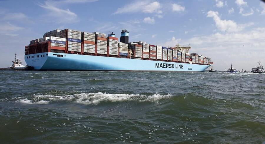 (ARKIV) Mærsk containerskib ved Rotterdam den 13. november 2013. Efter igennem længere tid at have været presset af hård priskonkurrence viser Mærsk-koncernens vigtigste fremtidsben, containerskibene i Maersk Line, igen fremgang. Det skriver Ritzau tirsdag den 7. november 2017.. (Foto: MICHAEL KOOREN/Scanpix 2017)