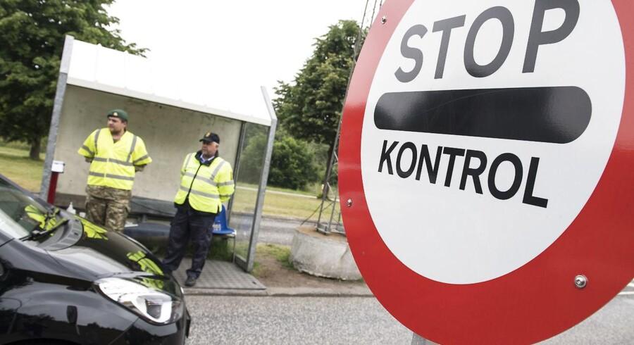 Sikkerhedsbranchen kunne overtage opgaver som paskontrol og ubevæbnede opgaver, mener branchens direktør.