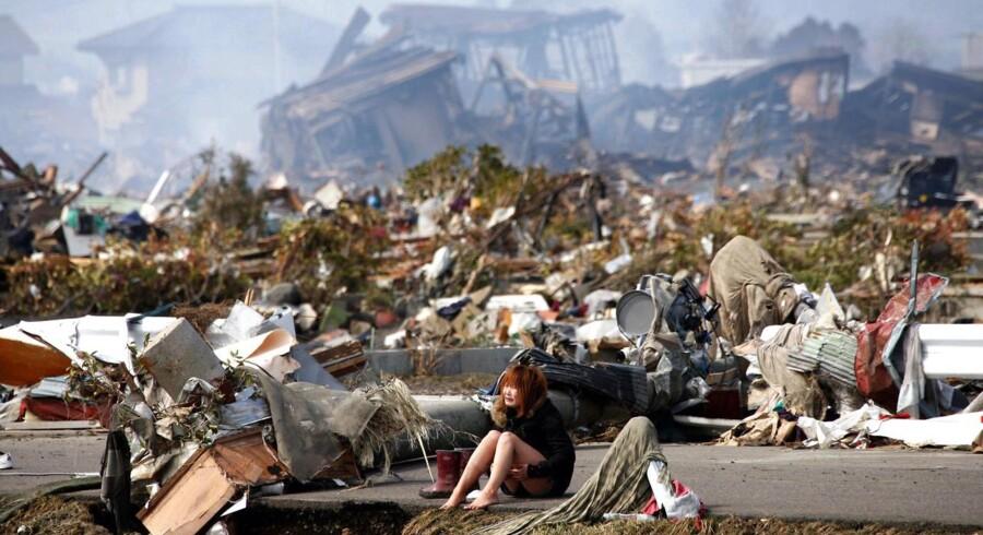 Den grædende pige med bare fødder blev symbolet på tragedien i Japan.