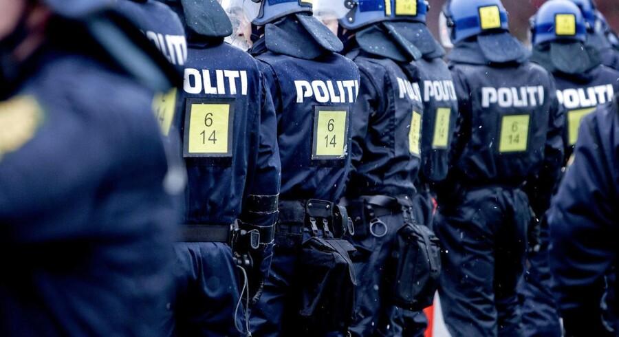 Selv om der både er planlagt en ny politiskole, oprettet en helt ny og kortere uddannelse til politikadet og sat soldater ind for at aflaste politiet med bevogtningsopgaver, er det ikke nødvendigvis nok, mener DF.