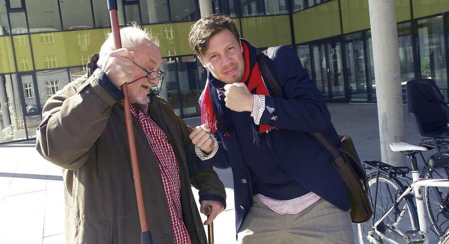 Anker Jørgensen med journalist Jonas Wisbech Vange.