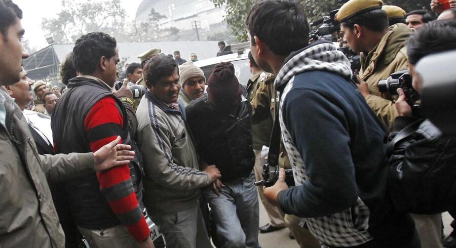 Fem indiske mænd blev mandag kendt skyldige i gruppevoldtægt af en 51-årig dansk kvinde.