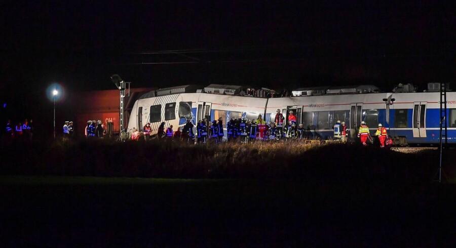 Passagertog med 155 passagerer om bord kolliderede med godstog nord for Düsseldorf.