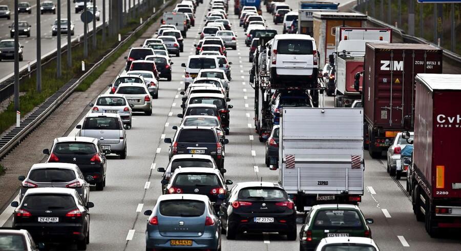 Det er en god idé at orientere sig om trafik- og kødannelser, inden man triller ud af indkørslen og kører sydpå, lyder det fra FDM. (Foto: Dennis Lehmann/Scanpix 2017)
