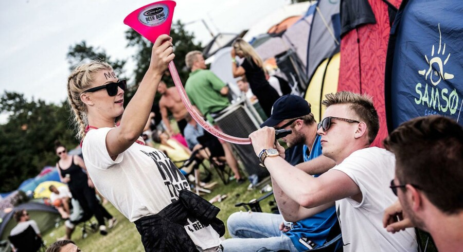 Festivalgæster hygger sig på Smukfest. Red Barnet opfordrer til at tænke sig om, når man tager og deler billeder af sjove - og måske krænkende - episoder.