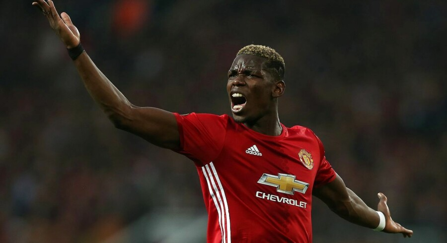 epaselect epa05958016 Manchester United's Paul Pogba reacts during the UEFA Europa League semi final, second leg soccer match between Manchester United and Celta Vigo at the Old Trafford Stadium in Manchester, Britain, 11 May 2017. EPA/NIGEL RODDIS