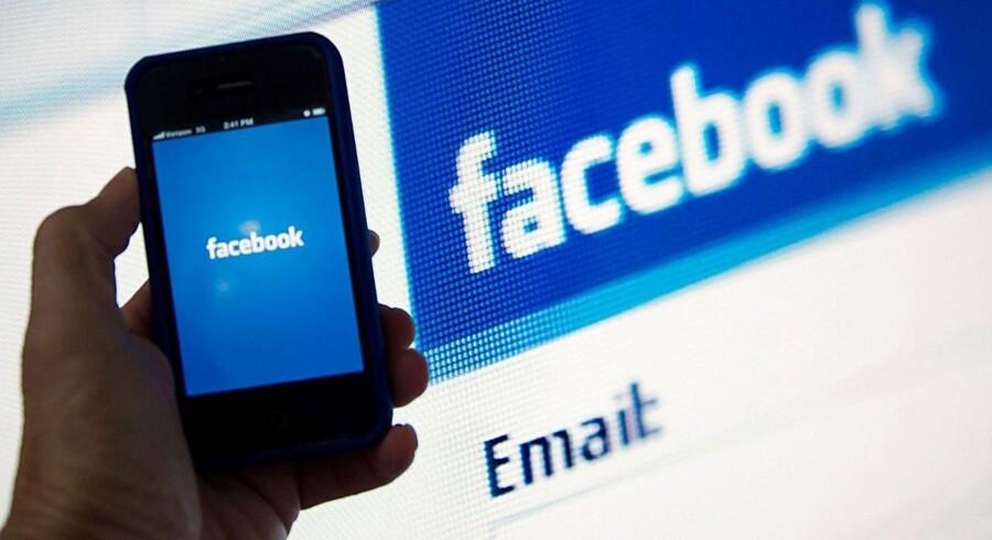 Facebook gemmer rigtigt mange personlige og fortrolige oplysninger om folk, og dem vil myndighederne gerne have fingre i. Derfor vokser antallet af anmodninger om at få dem udleveret - i Danmark er det fordoblet på et halvt år. Arkivfoto: Karen Bleier, AFP/Scanpix