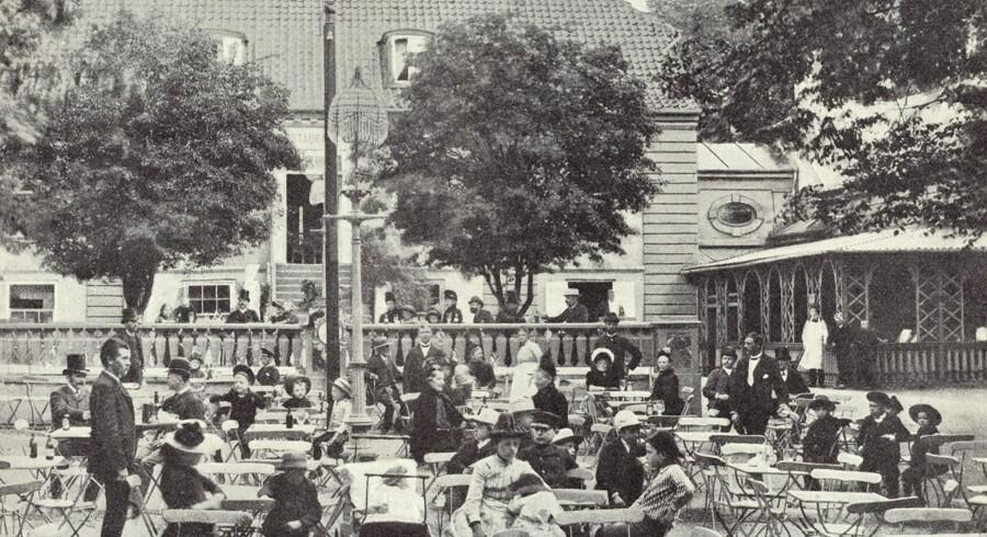 Traktørstedet Vodroffslund, der blev opført i slutningen af 1700-tallet af etatsråd Hemert, og i første halvdel af 1800-tallet tjente som lystgård for grosserer Zinn. Foto: 1888, Før og nu, årg. 1921.