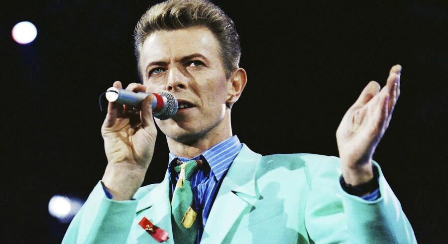David Bowie var en af de store, vi måtte sige farvel til i det forgangne år. Her er ses på scenen i 1992.