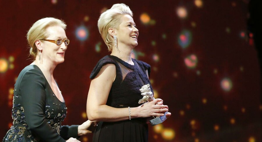 Trine Dyrholm fik overrakt sin Sølvbjørn af juryformand og skuespillerinde, Meryl Streep.