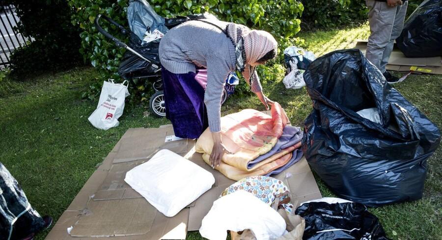 (ARKIV: Rumænere i H.C Ørstedsparken pakker lejr sammen, den 6. juni 2017.) Det er ifølge politiet formentlig gadefesten Distortion, der i de kommende dage løber af stablen i København, som har fået personerne til at komme til Danmark. (Foto: Sofie Mathiassen/Scanpix 2017)