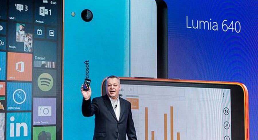 Den tidligere topchef for Nokia, nu topchef for Microsoft Mobile, Stephen Elop præsenterede på Mobile World Congress de to nye Lumia-telefoner med Windows men havde ikke en ny topmodel i lommen. Foto: Microsoft