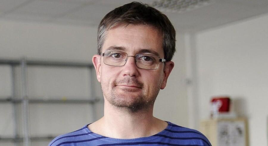 Den 80-årige medstifter af det franske magasin Charlie Hebdo, Henri Roussel, kritiserer den dræbte redaktør for magasinet, Stéphane Charbonnier (foto), også kaldet Charb.
