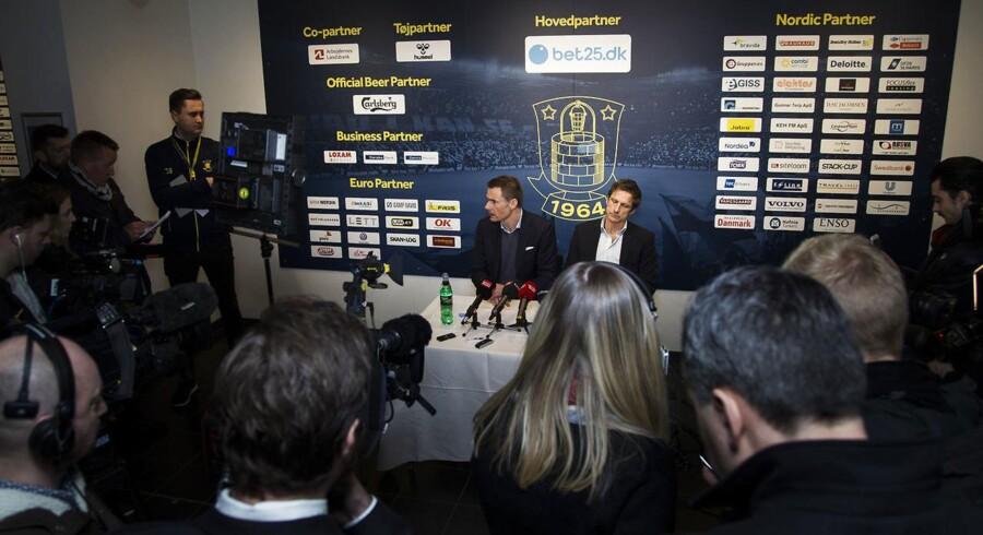 Brøndby IFs træner Thomas Frank annoncerer sin afgang som træner for Brøndby, onsdag d. 9. marts 2016 på Brøndby Stadion. Pressemøde med Jan Bech Andersen og Troels Bech.
