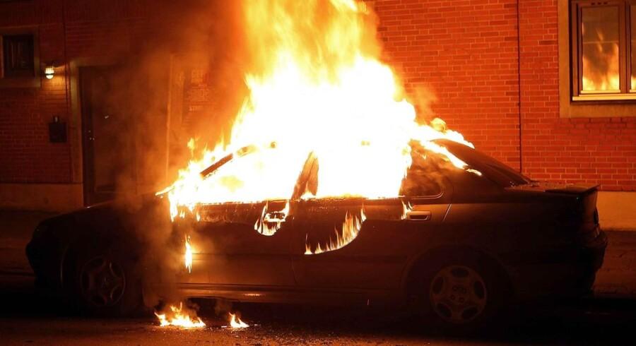 Danmark har også haft epidemier af bilbrande. Her er det en parkeret bil i Bangertsgade på Indre Nørrebro, der stod i flammer i 2008.