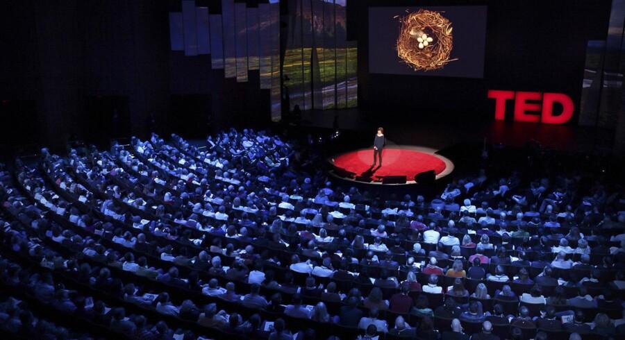 TED er et 32 år gammelt fænomen, der i dag indtager Bremen Teater i København. På billedet er det kunstneren Sharon Beals ved TED2012, hvor hun forelæste over emnet »The Fragile Beauty of the birds' nest« – fugleredens skrøbelige skønhed. Foto: Ryan Lash/TED