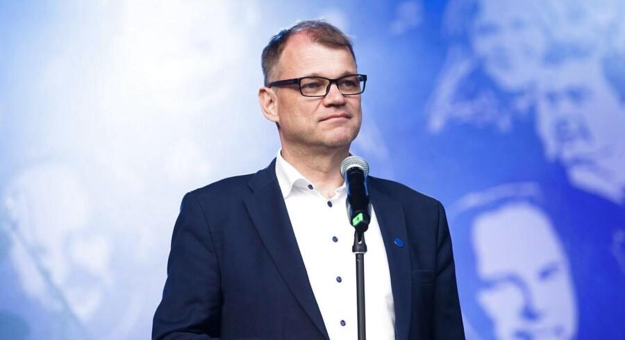 Statsminister Juha Sipilä skriver mandag over middag på Twitter, at der ikke er grundlag for at fortsætte samarbejdet med det euroskeptiske parti De Sande Finner, så længe det ledes af Jussi Halla-aho.