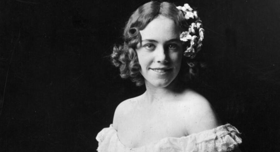 Ballerinaen vadede i succes, men privat ville hun også bare så gerne elskes. Elna Lassens død sendte chokbølger gennem den københavnske andedam.
