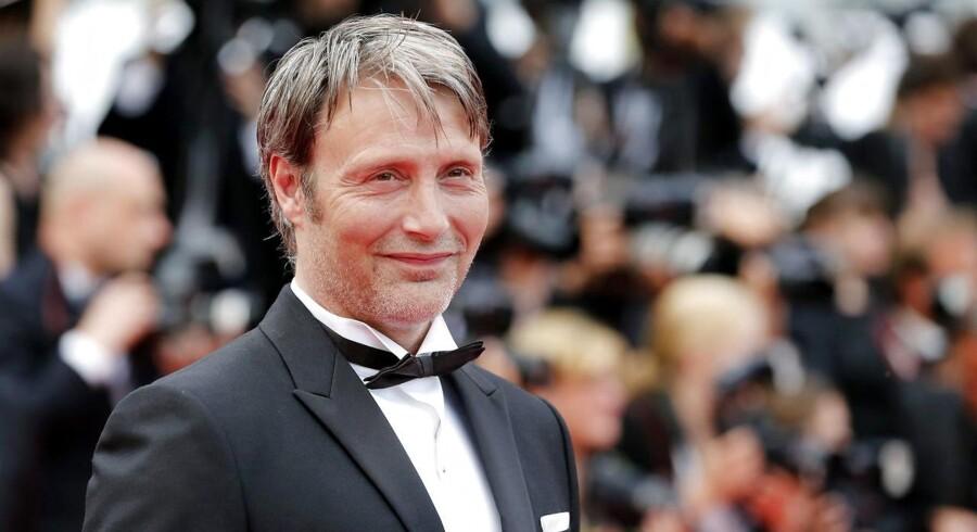 """Mads Mikkelsen kender udemærket filmfestivalen i Cannes, hvor han selv i 2012 vandt prisen for bedste mandlige skuespiller for sin rolle i den danske film """"Jagten"""", der er instrueret af Thomas Vinterberg."""