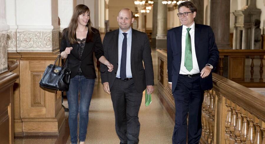 Søren Pape, Brian Mikkelsen og Mai Mercado fra Det Konservative Folkeparti ankommer til forhandlinger med Lars Løkke Rasmussen mandag d. 22 juni 2015 på Christiansborg.