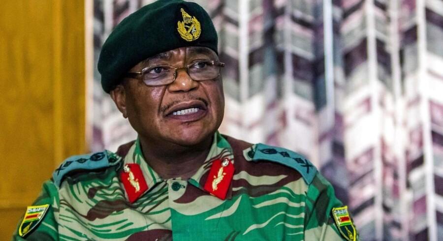 General Constantino Chiwenga blandede sig i Mugabes fyring af sin vicepræsiden og blev anklaget for »landsforræderisk opførsel«