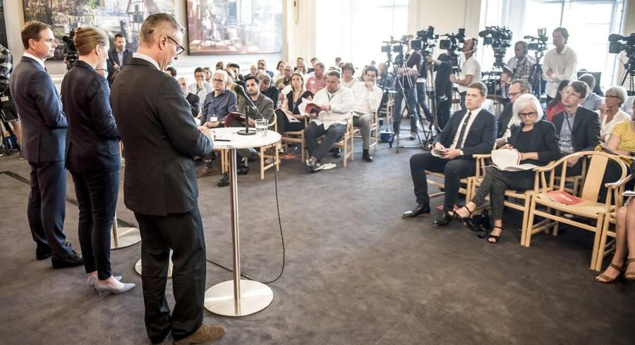 Kapitalfondspartnere og statsminister Mette Frederiksen er blevet taget med på råd inden Henrik Sass Larsens jobskifte.