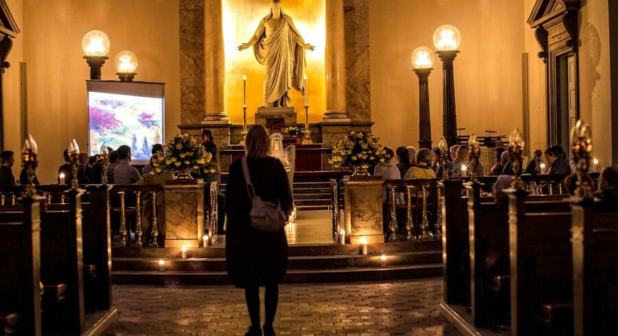 På de Radikales årsmøde besluttede et flertal, at konfirmationsforberedelse bør ligge udenfor skoletiden. I resolutionsforlaget hedder det, at konfirmationsforberedelse ikke er en del af folkeskolens primære virke. Det vækker ikke kun opsigt hos Alex Ahrendtsen. Også sognepræst og samfundsdebattør Marie Høgh mener, at det er et skridt i den forkerte retning. Billedet er fra Vor Frue Kirkes natkirke.