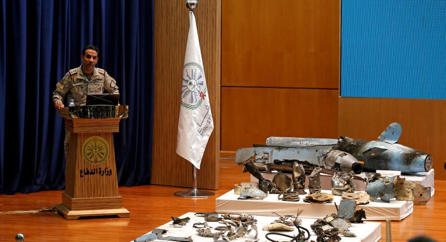 Talsmand for det saudiske forsvarsministerium, Turki al-Malki, fremlagde vragdele fra krydsermissiler anvendt i angrebet mod Saudi-Arabiens olieanlæg i Abqaiq og Khurais. »Angrebet kom nordfra og var utvivlsomt sponsoreret af Iran – beviserne har I her foran jer,« sagde han.