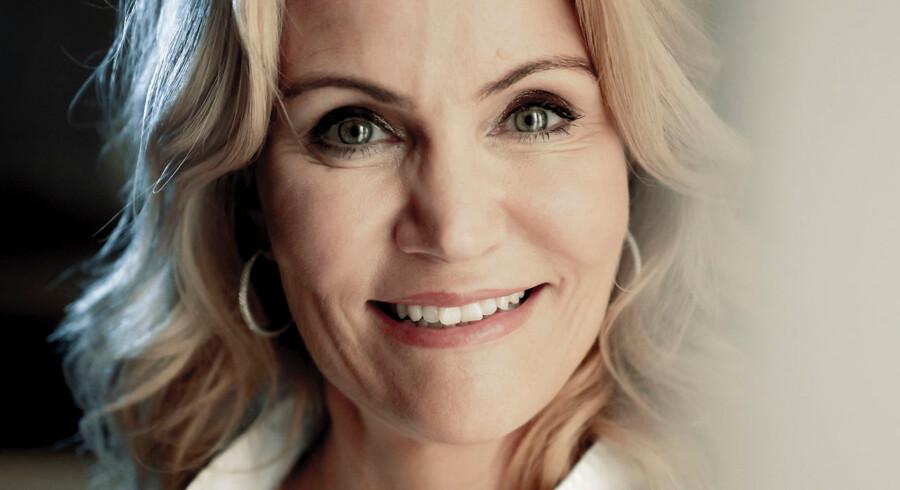 Helle Thorning-Schmidt har gjort sig umage for at blande sig udenom dansk politik, siden hun forlod Statsministeriet. Hun oplevede selv hyppig indblanding fra partiets gamle garde, da hun sad ved magten - og så sent som i denne uge satte Mogens Lykketoft endnu et sønderlemmende angreb ind og kaldte hende en »tragedie for Socialdemokratiet«.