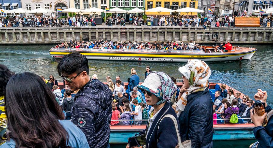 Kinesiske turister i Nyhavn i København. Antallet af turister i hovedstaden er steget voldsomt.