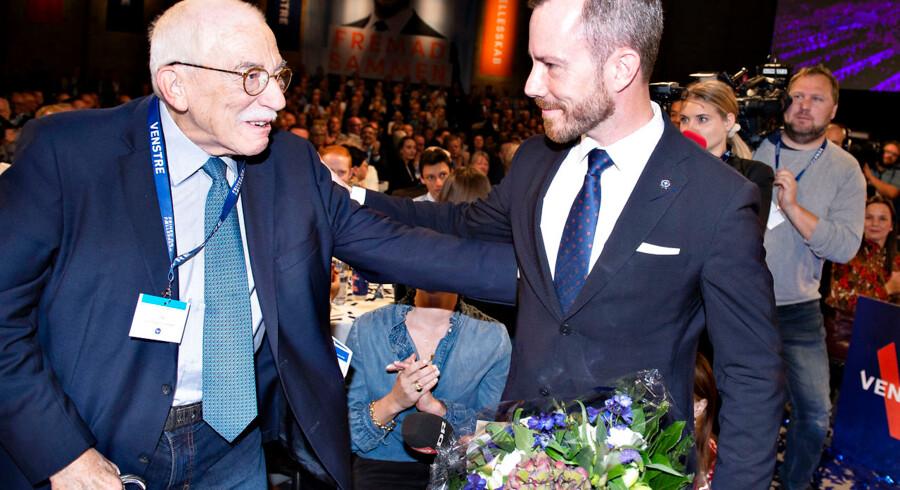 »Jeg er stolt, men selvfølgelig også lidt beklemt,« siger Uffe Ellemann-Jensen, som lørdag så sin søn Jakob Ellemann-Jensen blive valgt som ny formand for Venstre. Foto: Henning Bagger/Ritzau Scanpix