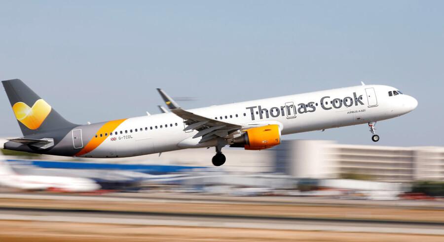 Det anslås, at 600.000 mennesker er strandet på forskellige feriedestinationer, efter at det britiske rejseselskab Thomas Cook er er gået konkurs.